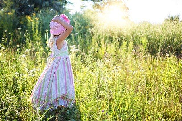 Care sunt materialele prietenoase cu pielea copiilor?
