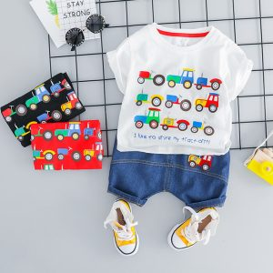 set bebelusi baieti compus din tricou si pantaloni scurti