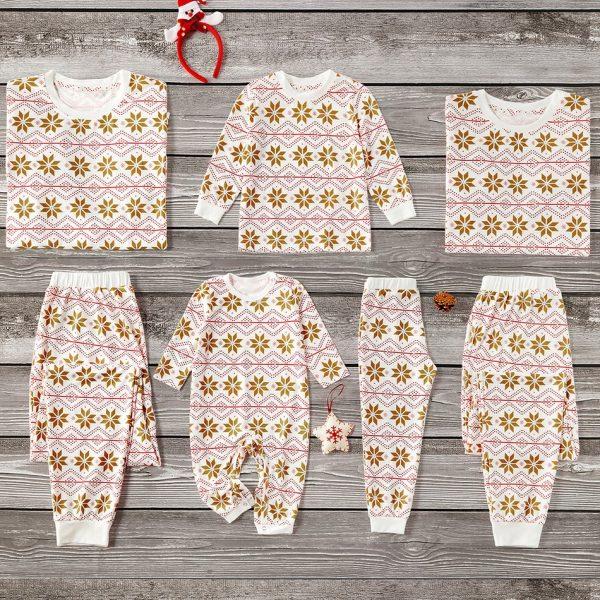 Pijama bebelusi Fulg the Nea, tip salopeta, in culori calde, pastelate. Inchidere cu capse.