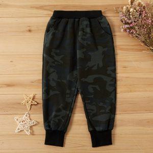 pantaloni lungi cu buzunare si imprimeu camuflaj